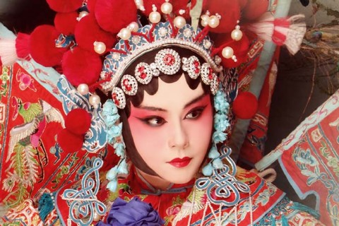 Soak up on classic Chinese opera shows by Yimo, a renowned opera singer