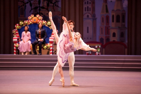 [Review] The Nutcracker – A tale of snowflakes, cute mice and a growing Christmas tree