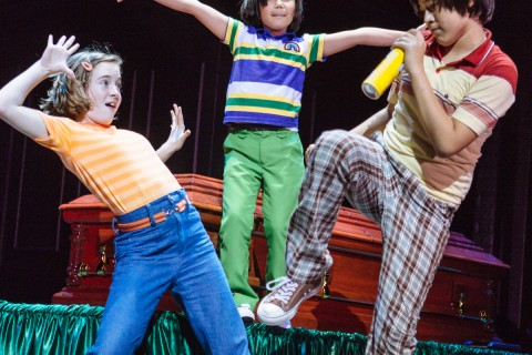 [Review] Fun Home – An uncontrived staging of a coming-out story